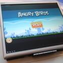 Via Dockingstation lässt sich das Atrix auch an einen HD-Fernseher anschließen. Angry Birds kann der Nutzer dann beispielsweise auch im Vollbildmodus spielen. (Bild: netzwelt)