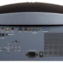 Neben zwei HDMI-Eingängen stehen die üblichen analogen Schnittstellen zur Verfügung. Besonderheiten: zwei Zwölf-Volt-Trigger und eine RS-232-Buchse. (Bild: netzwelt)