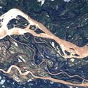 Der Rio Paraná ist ein Fluss in Südamerika. Auf dem Bild ist ein Teil des Flusses in Argentinien zu sehen. (Bild: ESA/NASA)