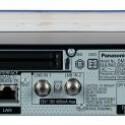 Auf der Rückseite befinden sich unter anderem zwei CI+-Slots, Tuner für analoges und digitales Kabelfernsehen und DVB-T fehlen hingegen. Man kann eben nicht alles haben. (Bild: netzwelt)