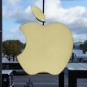 Typisches Hamburger Wetter, typisches Apple-Logo. Der neue Flagshipstore befindet sich direkt an der Alster. (Bild: netzwelt)