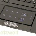 Auf Knopfdruck erscheinen Schaltflächen zu Mediensteuerung auf dem Touchpad.