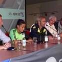 Electronic Arts feiert die Veröffentlichung von FIFA 12 unter anderem mit der Fußball-Freestylerin Aylin Jaren (2. v.l.) , Comedian Matze Knopp (Mitte) und Fußball-Legende Toni Polster (2 v.r.). (Bild: netzwelt)