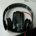 Für die Modelle gibt es wahlweise Over-Head-Kopfhörer oder... (Bild: netzwelt)