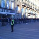Der frisch eröffnete Apple Store am Jungfernstieg in Hamburg vor der ersten Belastungsprobe. (Bild: ProHT via Twitter)