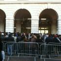 Das gleiche Bild auch in London. Apple Fans warten am Convert Garden auf die Ladenöffnung. (Bild: darrenpboyd via Twitter)