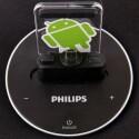 Das flexible Anschlusssystem passt sich an verschiedene Android-Smartphones an, die Arretierung erfolgt allerdings umständlich. (Bild: netzwelt)