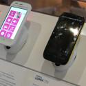 Das Handy ist in zwei Farben erhältlich, zusätzlich gibt es mehrfarbige Wechselcover. (Bild: netzwelt)