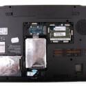 Die zwei Festplatten und den Arbeitsspeicher erreicht der Nutzer nach dem Lösen weniger Schrauben.