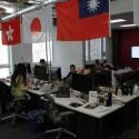 In dem neuen Gebäude arbeiten alle Teams in einem großen Raum zusammen.