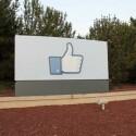 """Der """"Gefällt mir""""-Daumen markiert die neue Firmenzentrale."""