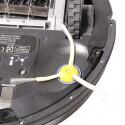 Problematisch für den Roomba sind lange Haare, die sich stark um Seiten- und Hauptbürste verwickeln können. (Bild: netzwelt)