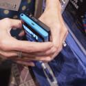 Die USB-Schnittstelle ist beim Lumia 900 nun nicht mehr durch eine Kappe verdeckt. (Bild: netzwelt)