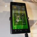 Das Lenovo K800 läuft mit einem stark veränderten Android 2.3. (Bild: netzwelt)