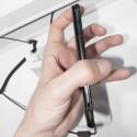 Das Gehäuse des Fujitsu Arrows F07D misst in der Tiefe nur 6,7 Millimeter. (Bild: netzwelt)