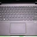 Ein riesiges Touchpad und ein normale Tastatur, bei der nur die Eingabetaste leiden musste.