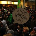 Trotz klirrender Kälte hielten die meisten Demonstranten bis zur Endkundgebung durch. (Bild: netzwelt)