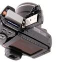 Die Kamera bezieht Energie aus einem Lithium-Ionen-Akku und speichert Fotos und Videos auf einer SD(HC)-Karte ab. (Bild: netzwelt)