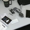 Dem Handy liegen unter anderem eine NFC-Chipkarte und eine gedruckte Kurzanleitung bei. (Bild: netzwelt)