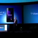 Entwickler erhielten auf der BlackBerry World einen Prototypen mit einer Vorabversion von BlackBerry 10. (Bild: Screenshot YouTube/BlackBerry)