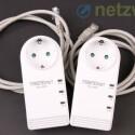 Zwei Ethernet-Kabel liegen bei, außerdem in der Packung: Eine Anleitung in Papierform, eine CD mit Powerline-Software und Handbüchern. (Bild: netzwelt)