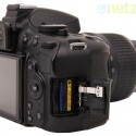 Die Kamera speichert Fotos und Videos auf einer SD-Karte ab.