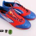 Adizero F50-Fußballschuh für rund 220 Euro (UVP), Tracking-Sensor Speed Cell sowie USB-Connector für PC, Mac, iPod touch und iPhone. (Bild: netzwelt)