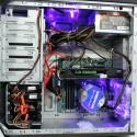 Zahlreiche LED lassen den Rechner blau leuchten. (Bild: netzwelt)
