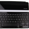 Die Bluetooth-Tastatur bringt 332 Gram auf die Waage und erschwert das Gepäck zusammen mit dem iPad um ein Kilo. (Bild: netzwelt)