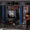 Das Rampage IV-Motherboard mit dem Core i7-3930K-Prozessor unter dem Corsair-Wasserkühler H100 sowie die 32 Gigabyte Arbeitsspeicher. (Bild: netzwelt)
