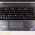 Die Tastatur gehört leider nicht zu den Schokoladenseiten am Dell Inspiron. Auf Druck geben sie merklich nach. (Bild: netzwelt)
