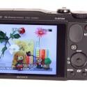 Der drei Zoll große Bildschirm verfügt über eine Auflösung von 921.600 Pixeln und eine große Blickwinkelstabilität. (Bild: netzwelt)