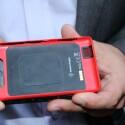 Die Wechselcover sind nicht nur bunt, sondern enthalte beispielsweise auch NFC-Chip oder drahtlose Ladetechnik. (Bild: netzwelt)