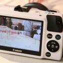 Die Tasten sind wie bei den Kompaktkameras des Herstellers angeordnet, der drei Zoll große Touchscreen dient nicht nur als Sucher, sonder erweitert die Bedienung. (Bild: netzwelt)
