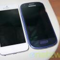 Gleiche Größe aber keine echten Konkurrenten: Das Apple iPhone 5 (links) und das Samsung Galaxy S3 Mini. (rechts). (Bild: netzwelt)