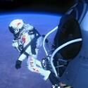 Felix Baumgartner springt aus der Gondel in 39.045 Metern Höhe. (Bild: Joerg Mitter, Predrag Vuckovic, Balazs Gardi, Stefan Aufschnaiter/Red Bull Stratos)