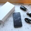 Im Lieferumfang befinden sich Kopfhörer und Ladegerät. (Bild: netzwelt)