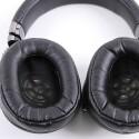 Auch das Innenleben des Sony MDR-1R ist angenehm gepolstert. Größere Ohren kommen jedoch mit den Treibern in Kontakt. (Bild: netzwelt)