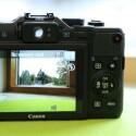 Leider lässt sich das Display der aktuellen Powerhot nicht mehr schwenken. Dafür bietet die Kompaktkamera einen Sucher. (Bild: netzwelt)