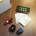 Zum Lieferumfang zählen In-Ear-Kopfhörer, Datenkabel, Ladegerät, Kurzanleitungen und ein Öffner für den SIM-Schacht. (Bild: netzwelt)