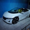 Honda EV-STER Concept: Eine weitere Studie, dieses Mal von Honda. Auch hier sorgt ein Elektro-Motor an der Hinterachse für den Antrieb. Dank massivem Karbon-Einsatz soll die Reichweite bis zu 160 Kilometer betragen. (Bild: netzwelt)