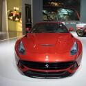 Auch Ferrari war in Detroit vertreten, wenn auch mit einem sehr überschaubaren Messestand. (Bild: netzwelt)