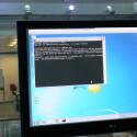 Ein Skript auf dem USB-Stick tippt den schädlichen Code in die Windows-Eingabekonsole. (Bild: netzwelt)