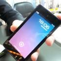 Auf der Vorderseite hat das YotaPhone ein normales LC-Display. (Bild: netzwelt)