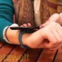 Der Tracker lässt sich via Bluetooth 4.0 oder NFC mit einem Smartphone verbinden. (Bild: netzwelt)