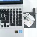 Ein optisches DVD-Laufwerk gehört zur Serienausstattung - ungewöhnlich für ein Ultrabook. (Bild: netzwelt.de)