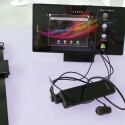 Ladestation, SmartWatch und Bluetooth-Freisprecheinrichtung können zum Xperia Z Ultra hinzuerworben werden. (Bild: netzwelt)