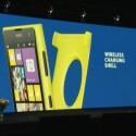 Mit dieser Aufsteckrückseite kann das Lumia 1020 auch drahtlos geladen werden. (Bild: Screenshot Nokia Webcast)