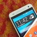 Da schau her: Auf den ersten Blick ist das HTC One mini nicht vom bereits erhältlichen HTC One zu unterscheiden. (Bild: netzwelt)