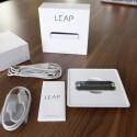 Der komplette Inhalt mit USB-Kabeln, Garantiehinweis und Sensor. (Bild: netzwelt)